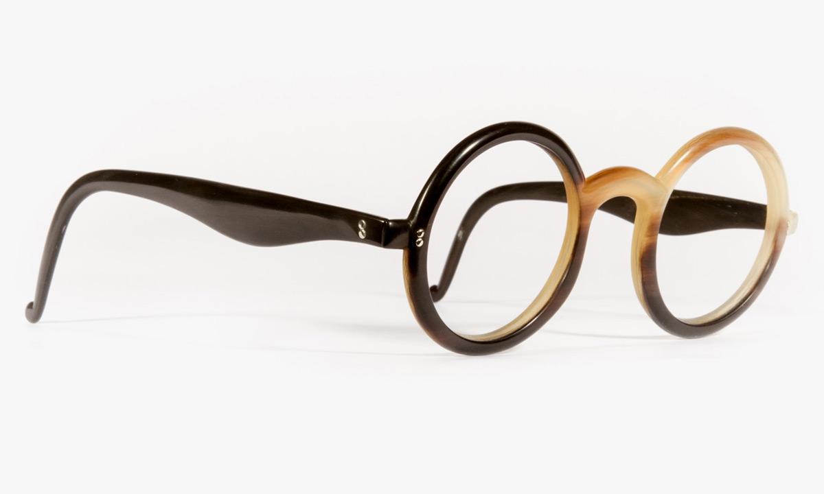 Contoh kacamata frame tanduk